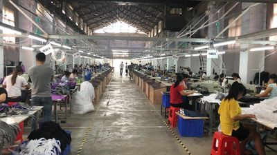Dongguan Yuanjin Packing Products Co., Ltd. línea de producción de fábrica